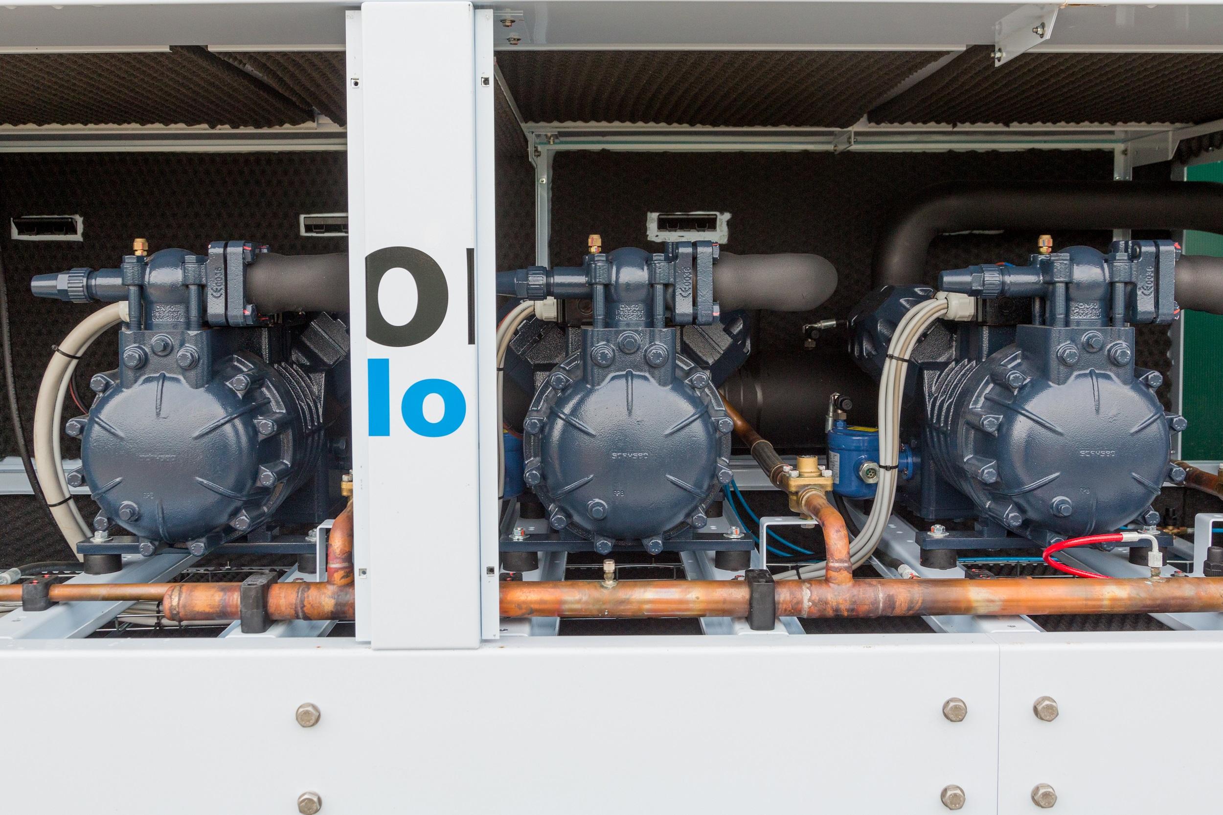 Verbundkälteanlage mit 3 Verdichtern und Leistungsregelung über Frequenzumformer . Leistung 150 kw